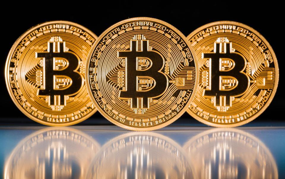 bitcoin szállító)